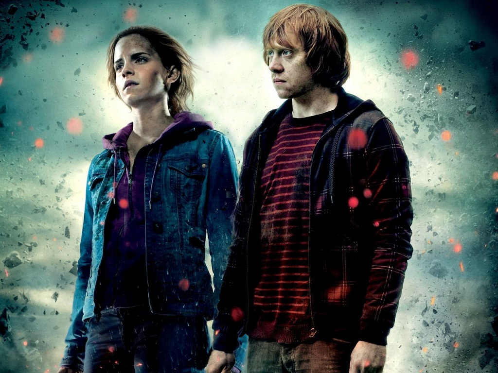 Hermione and Ron holding hands
