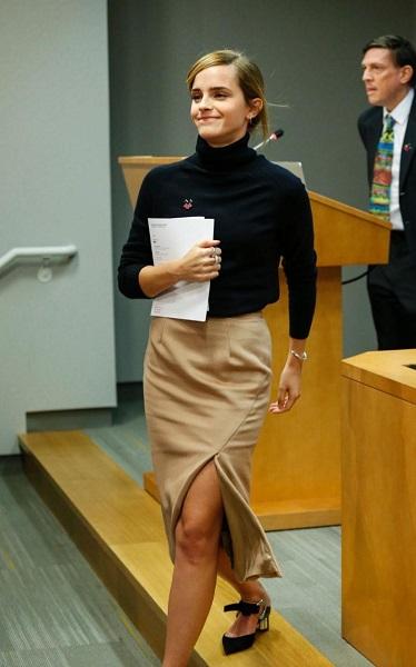 emma-watson-zady-turtleneck-and-pencil-skirt