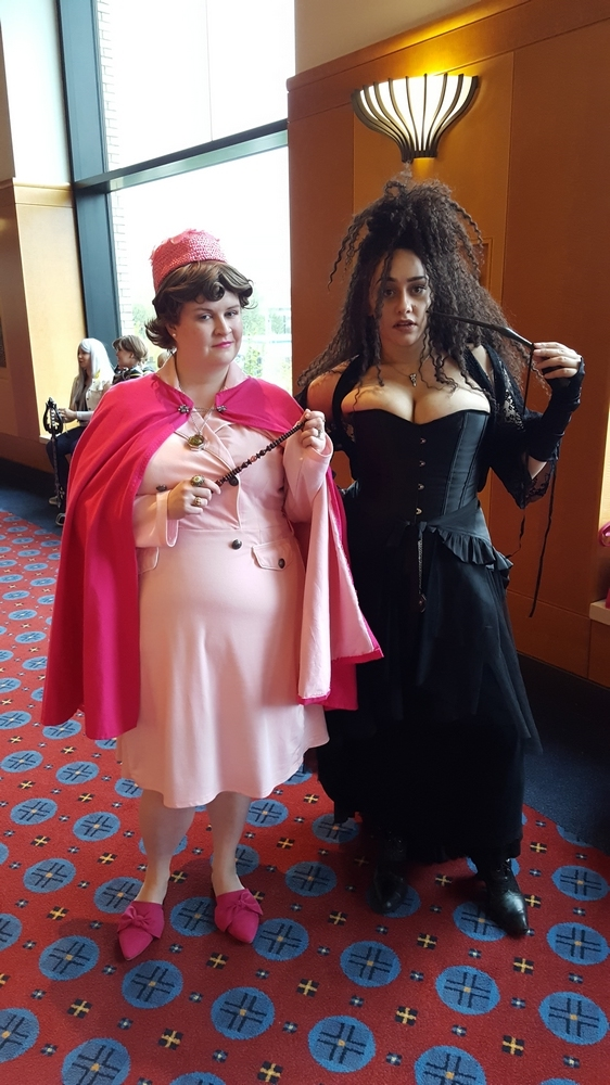 Sarah (Instagram: @r2doubled2_cosplay) and Lyrixx (Instagram: @lyrixxcosplay) as Dolores Umbridge and Bellatrix Lestrange