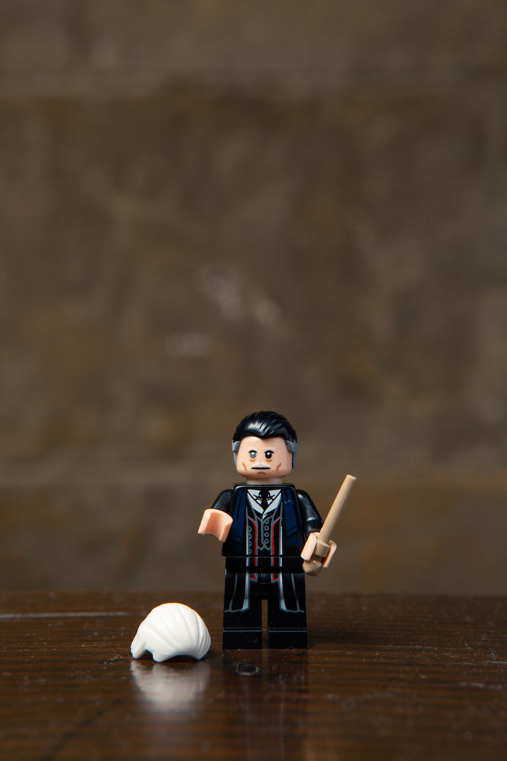 Graves or Grindelwald? LEGO gives you the option of transforming this minifigure.