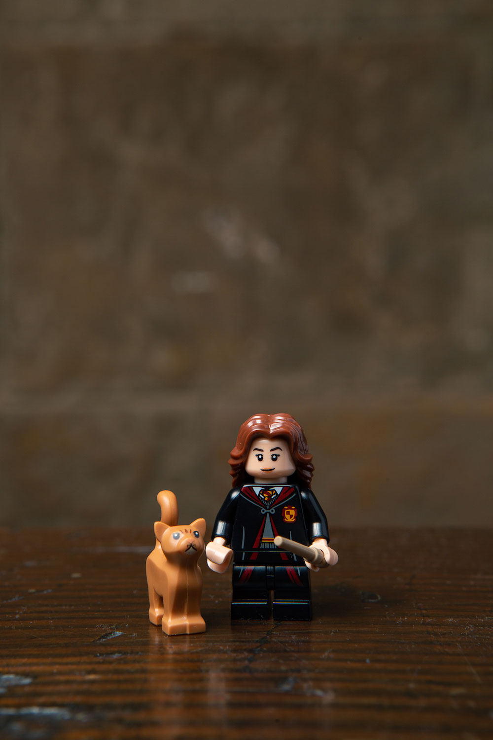Hermione brought along her fluffy friend in the LEGO minifigures series. We wonder how Ron and Scabbers feel about that…