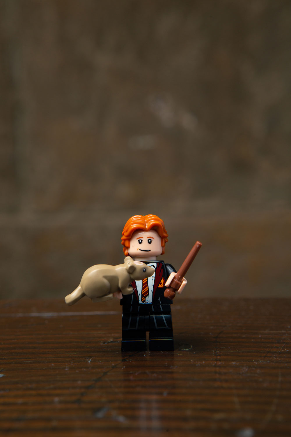 Aww, Ron's LEGO minifigure includes Scabbers…. er, Peter Pettigrew in nicer, cuter form.