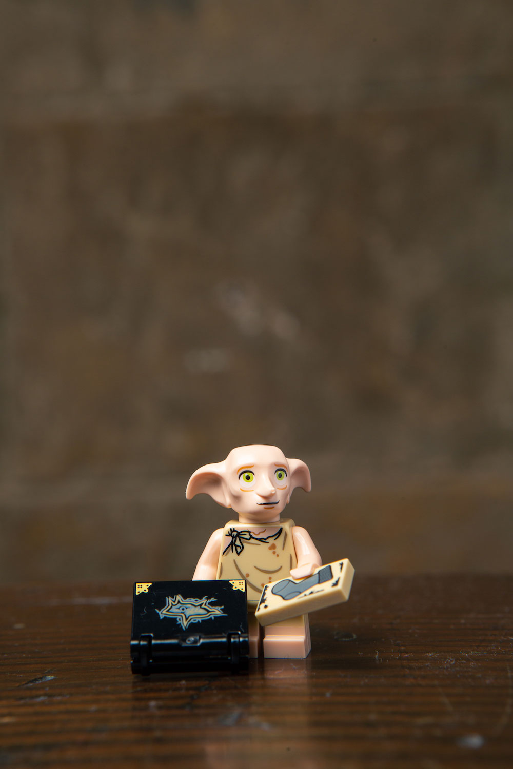 Is LEGO trying to break our hearts? Dobby's minifigure includes a sock to pull from a destroyed Tom Riddle diary.