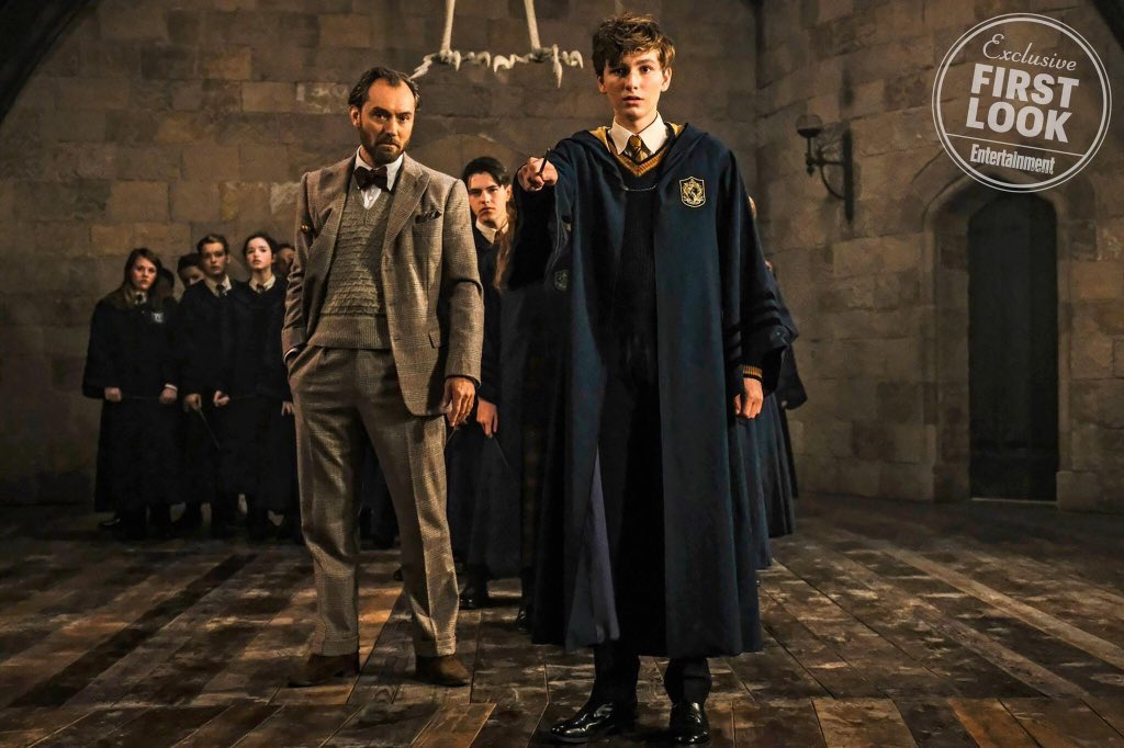 """Fantastic Beasts: The Crimes of Grindelwald"": Albus Dumbledore (Jude Law) and Young Newt Scamander (Joshua Shea)"