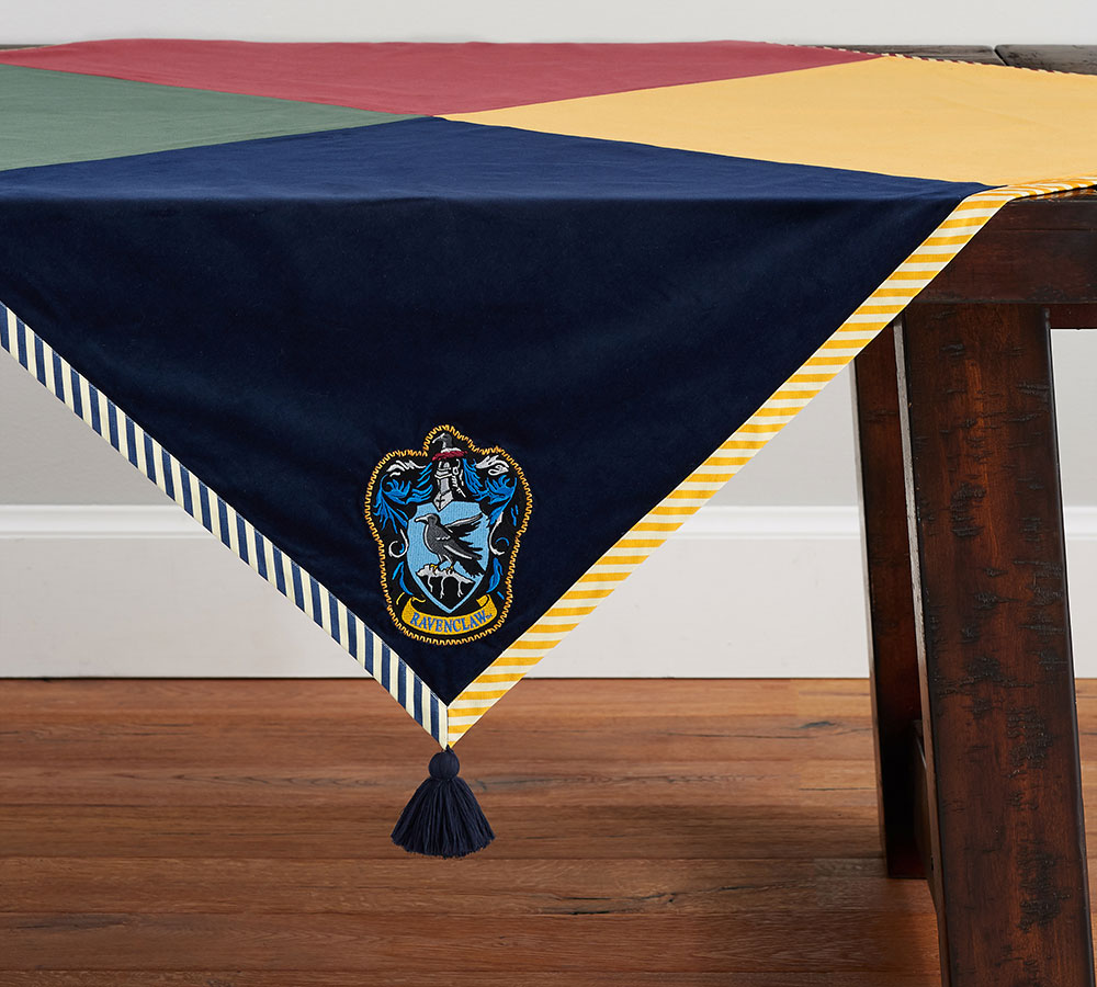 House crest table throw
