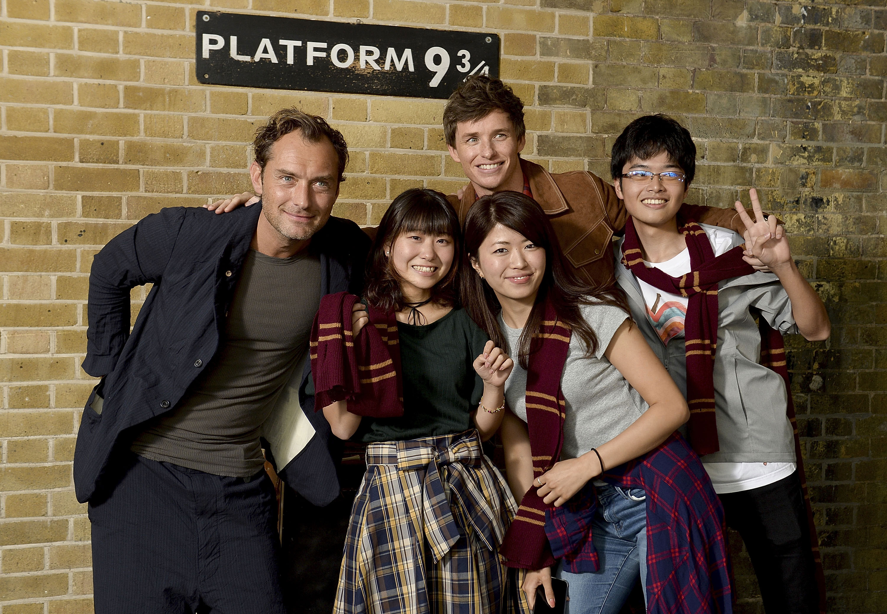 Law and Redmayne pose with the same group of Gryffindors for an official photo.