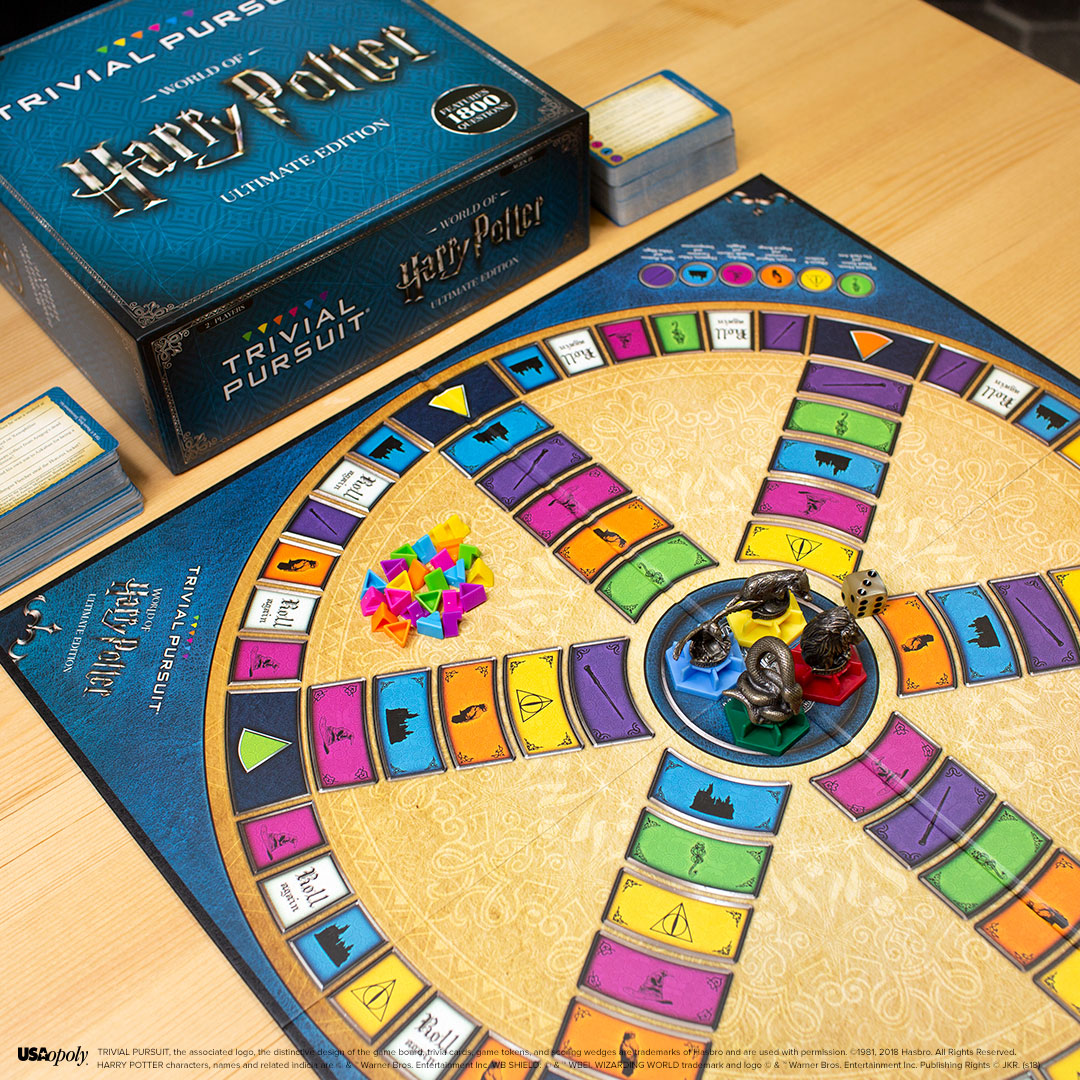 Trivial Pursuit: World of Harry Potter Ultimate Edition board, cards, and mascot pieces