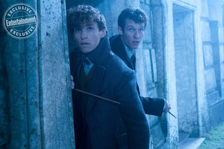 """Fantastic Beasts: The Crimes of Grindelwald"": Newt (Eddie Redmayne) and Theseus Scamander (Callum Turner)"