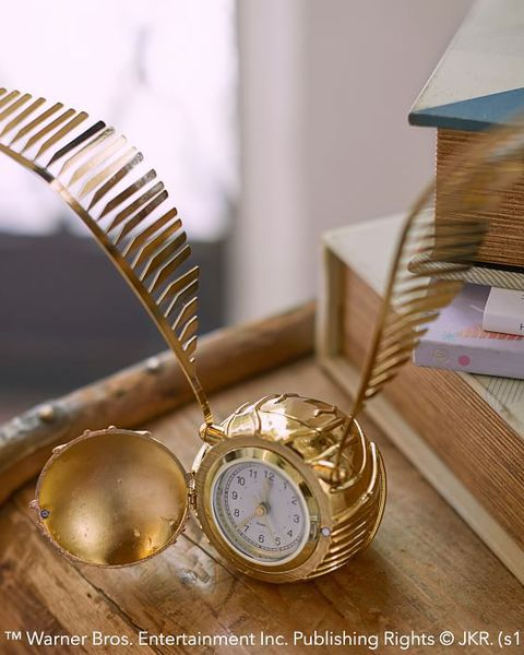The Golden Snitch clock can close at the front, making it look exactly like the original.