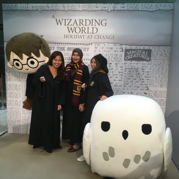 Hogwarts students pose with a giant Hedwig