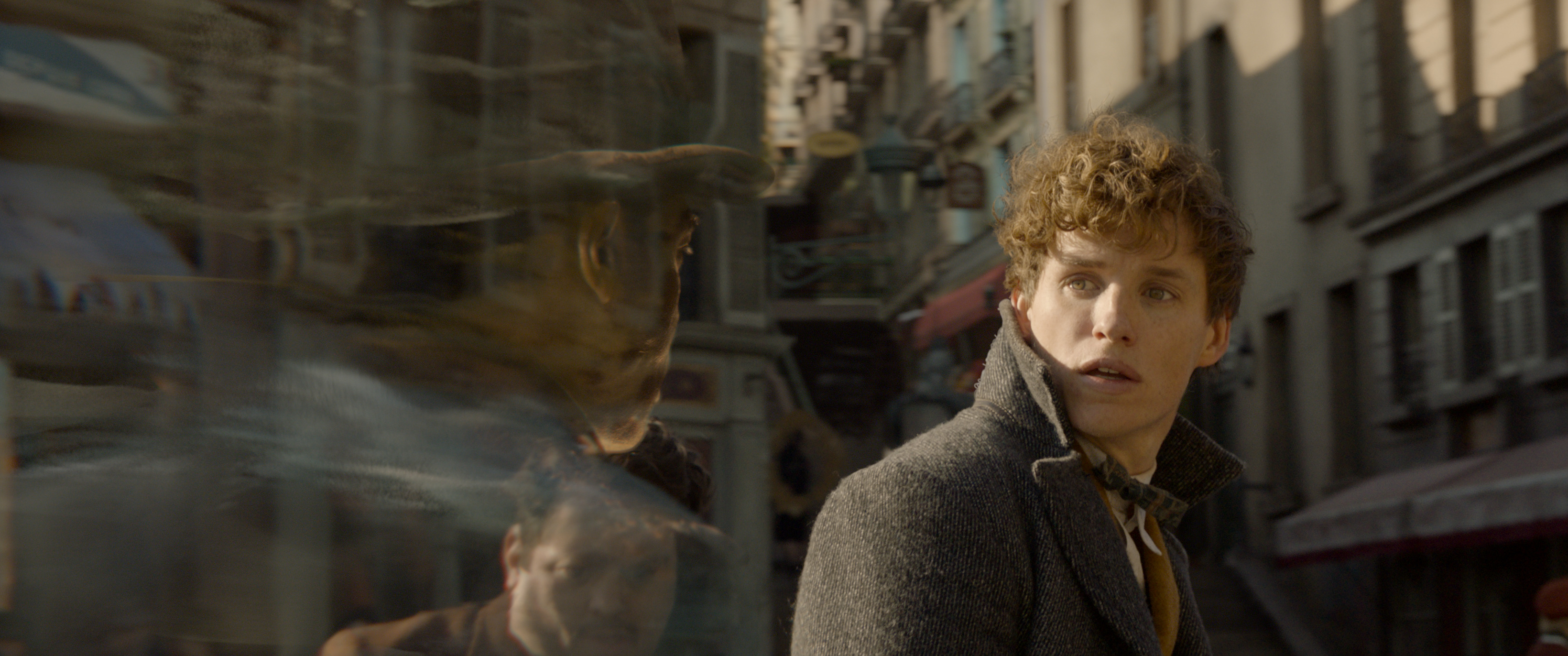 """Fantastic Beasts: The Crimes of Grindelwald"": Yusuf Kama (William Nadylam), Jacob Kowalski (Dan Fogler), and Newt Scamander (Eddie Redmayne)"