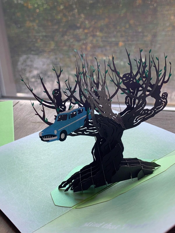 Pop-Up Whomping Willow Card from Insight Editions, showing the flying Ford Anglia stuck in the branches of the Whomping Willow