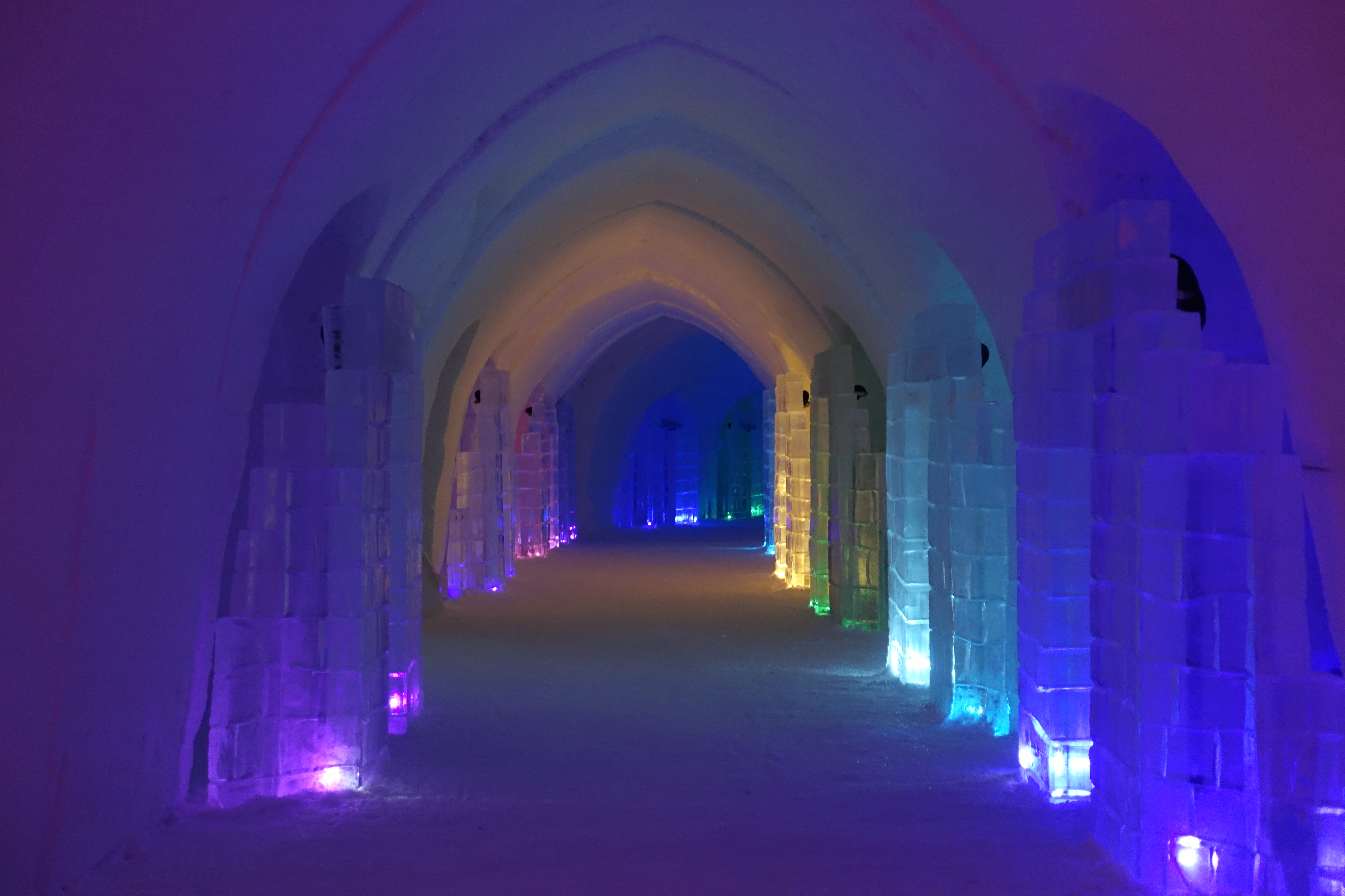 You will be greeted by more ice sculptures as you walk down this hallway.
