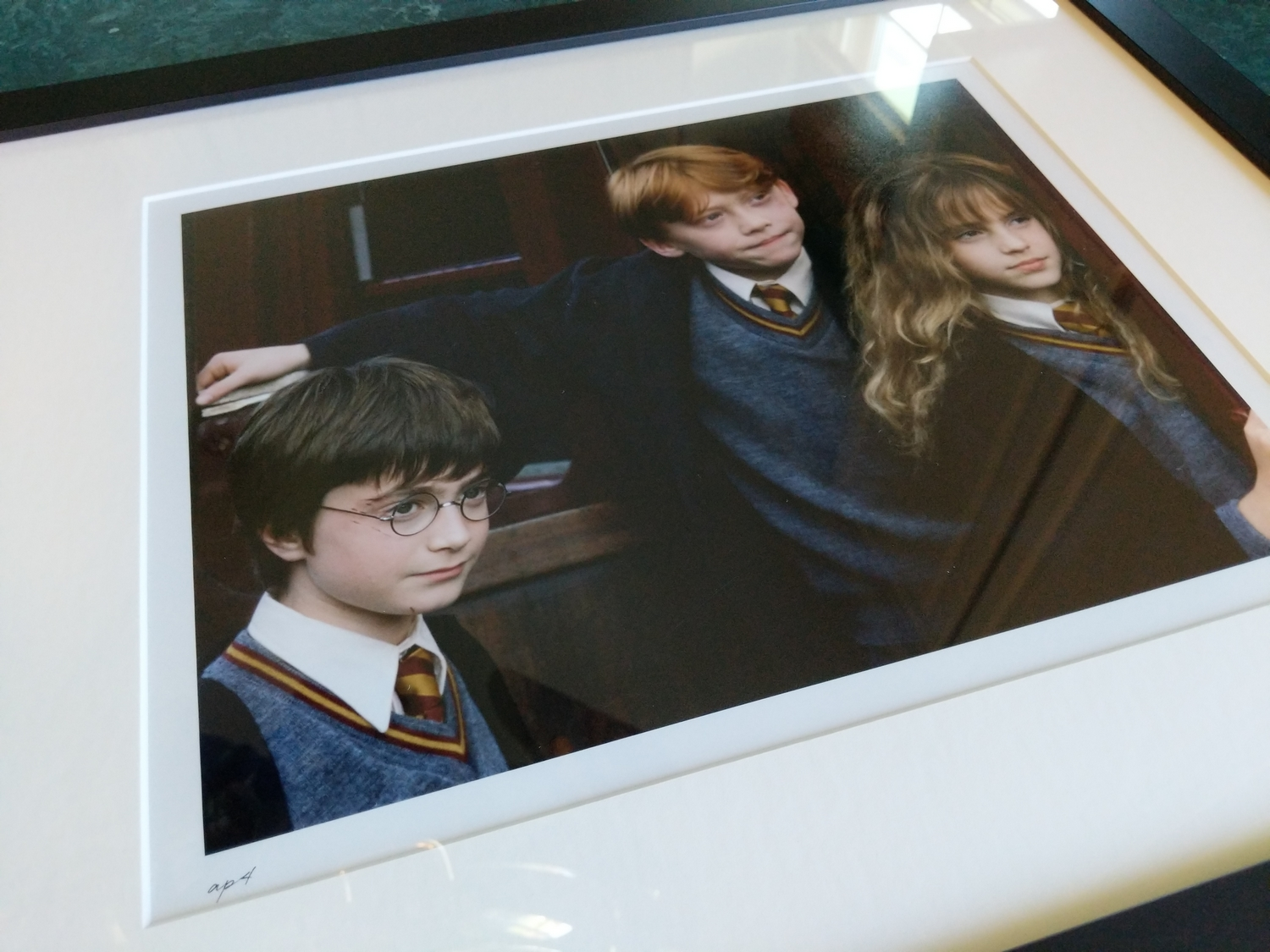 A side shot of the framed photo showing how clear Harry's face is