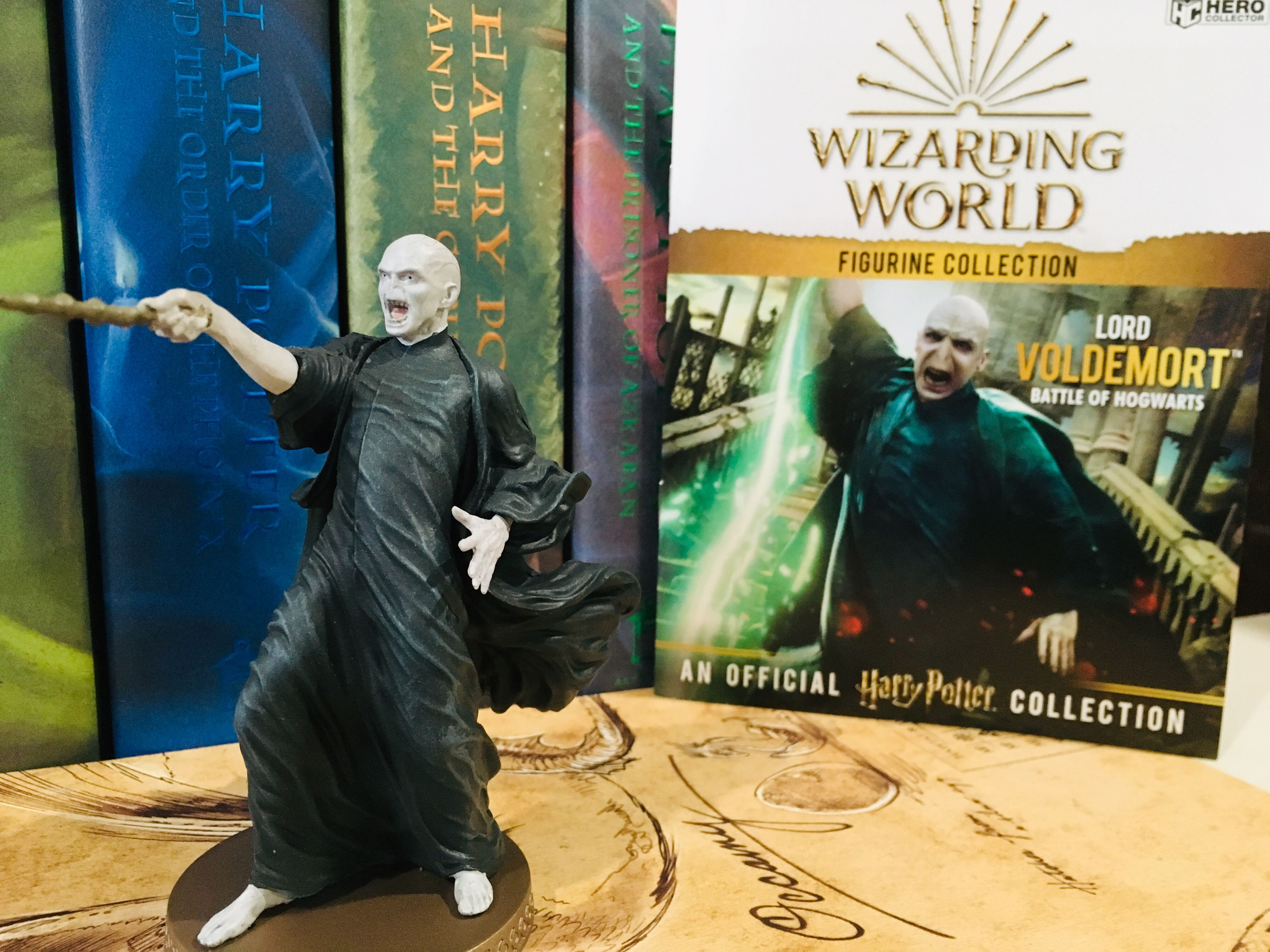 Eaglemoss Hero Collector Lord Voldemort Figurine comes with an exclusive booklet full of information that tells you all about your new wizarding world figurine.