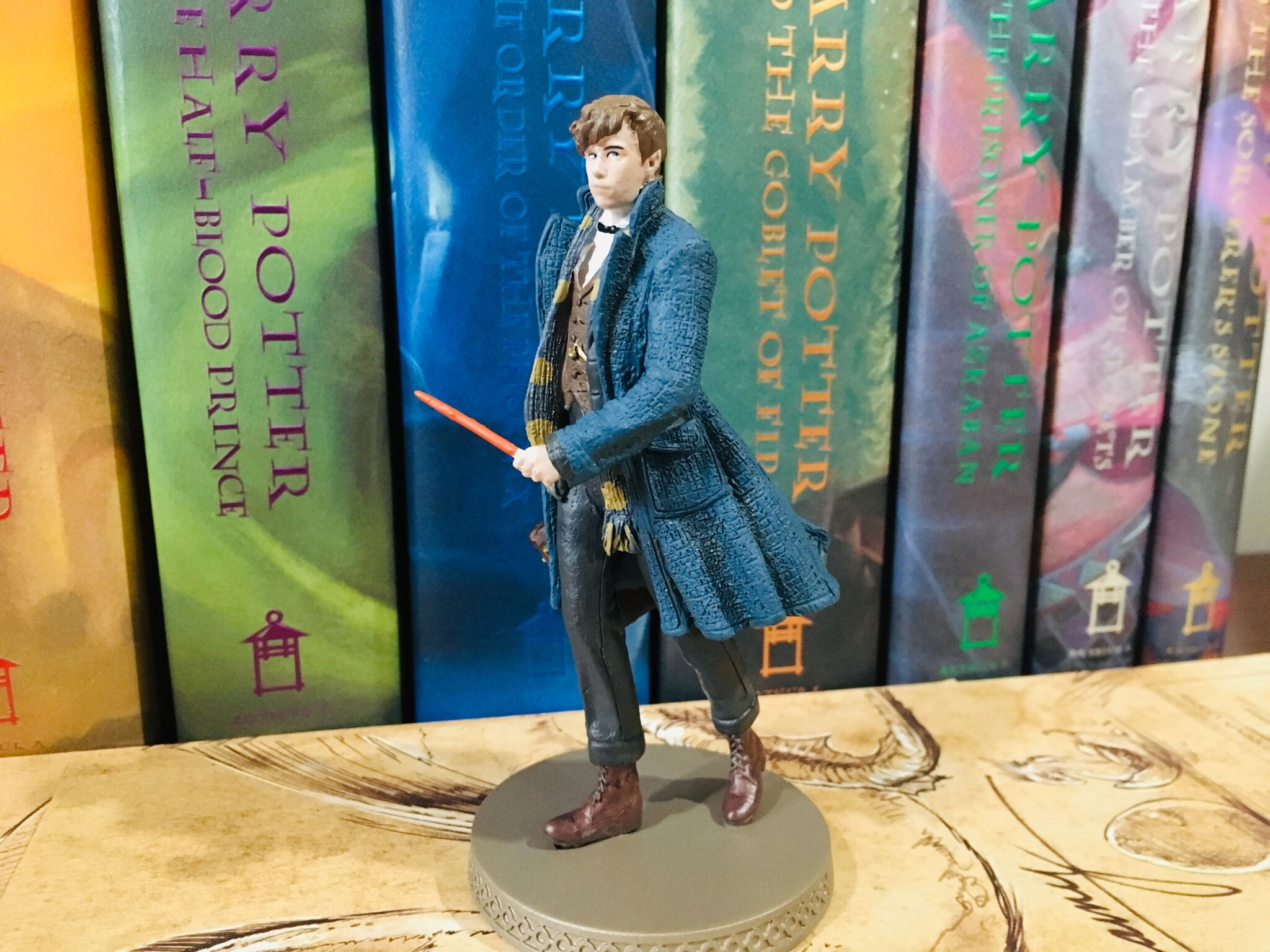 From this side picture, one can see Newt's wand in full detail.