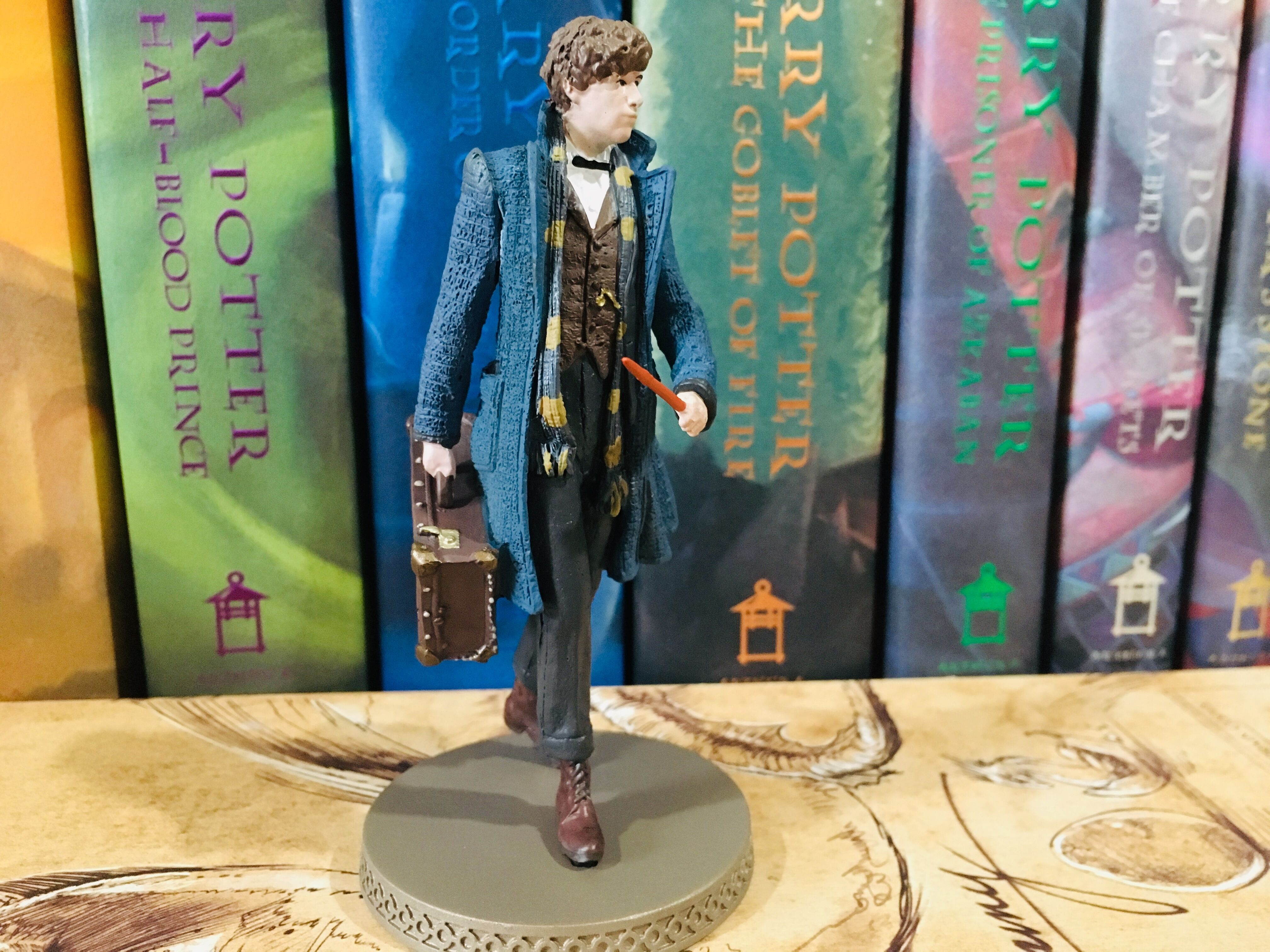 Newt is stunningly detailed from this front angle, with his blue overcoat flapping in the wind and his case in his hand.
