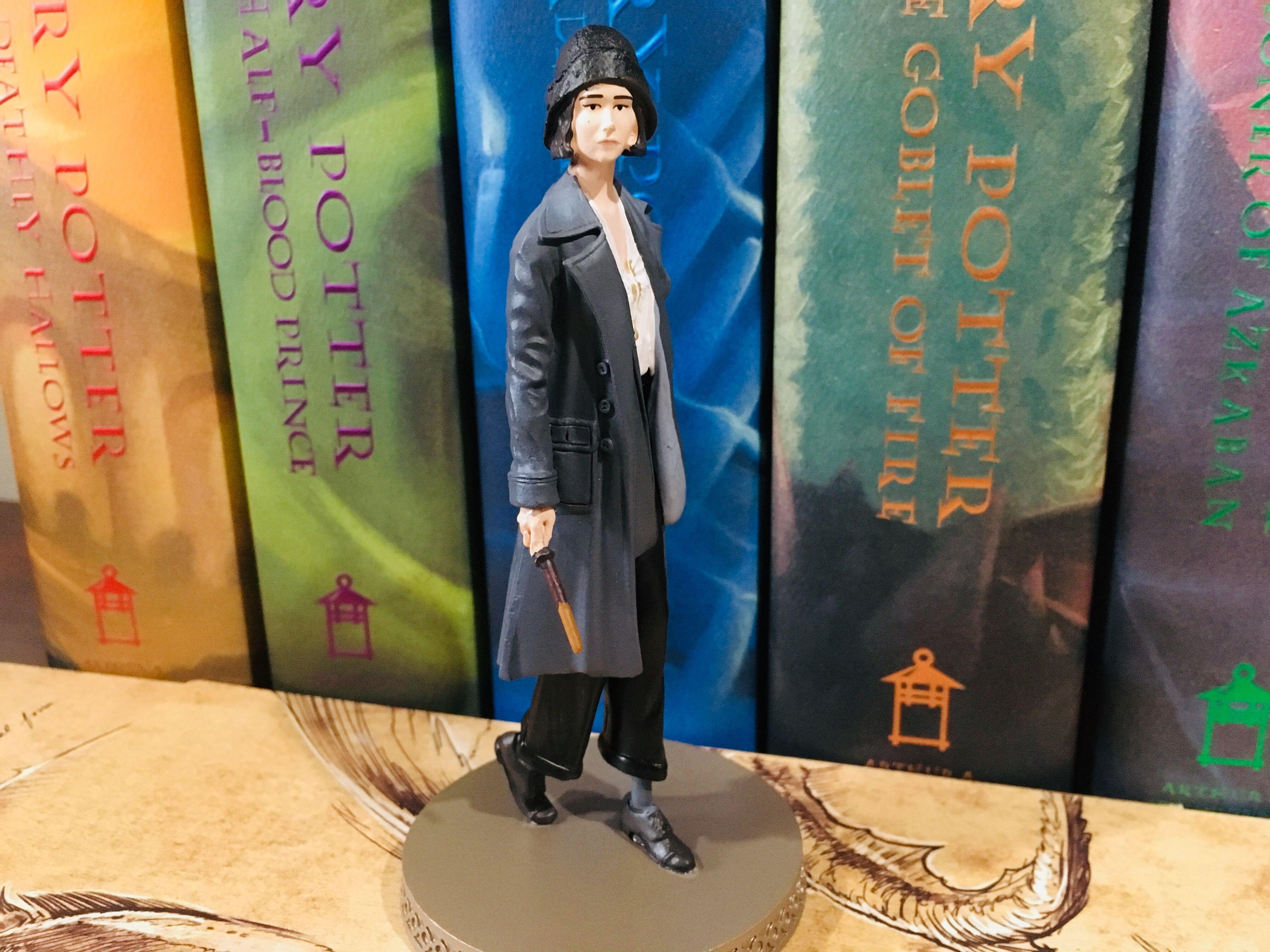 Eaglemoss Hero Collector Tina Goldstein Figurine, displayed, side view