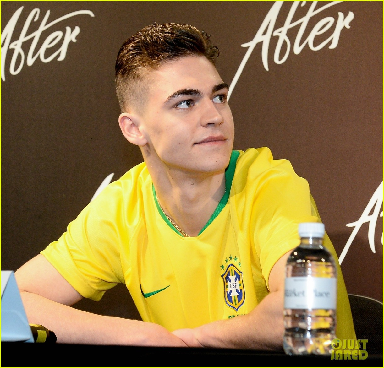 "Hero Fiennes-Tiffin smiles during a press event for ""After"" in Brazil."