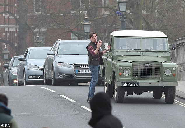 "Domhnall Gleeson filming alongside a broken-down Land Rover for ""Peter Rabbit 2"""