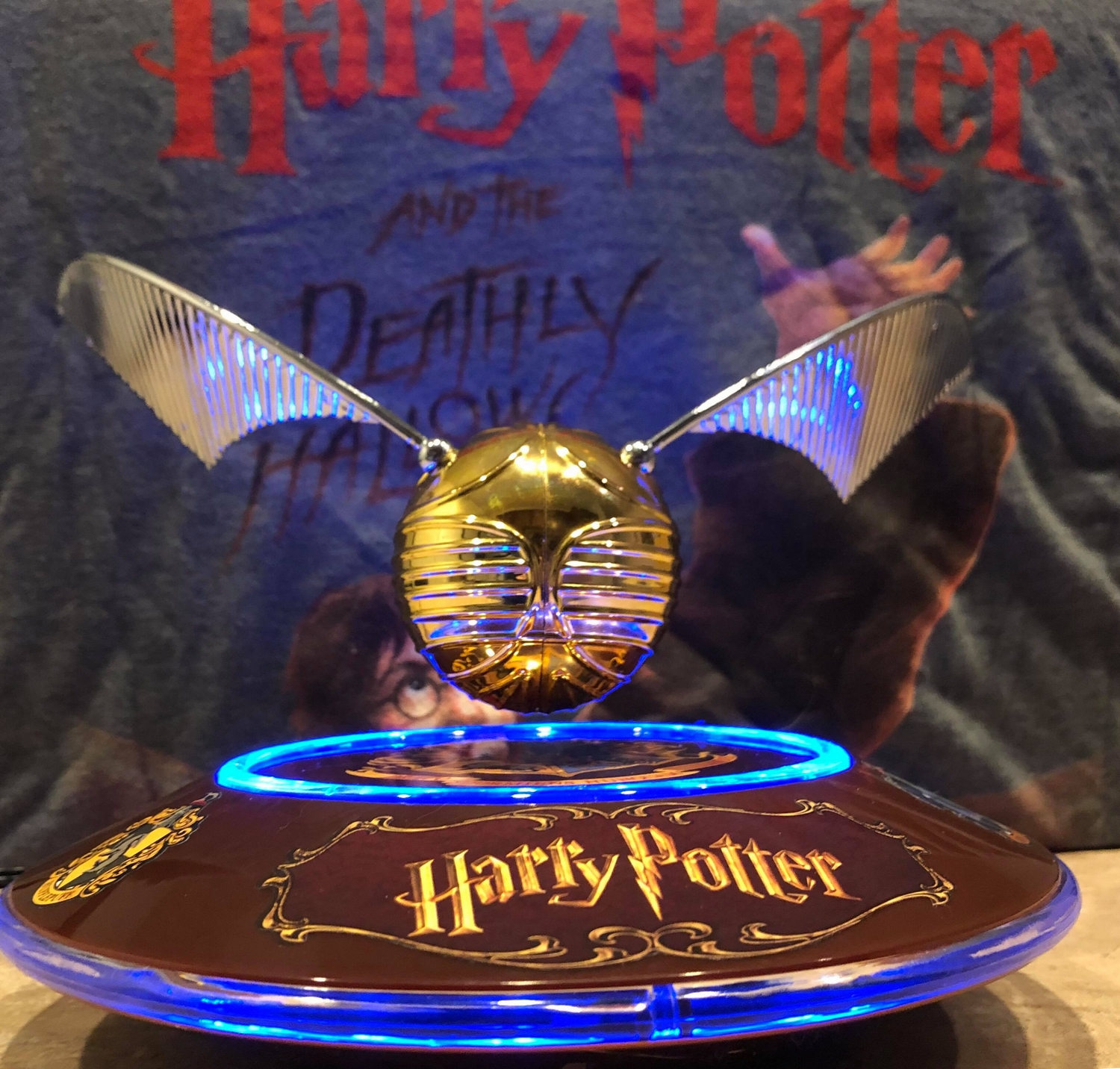 Harry Potter GOLDEN SNITCH™ on base, in the light