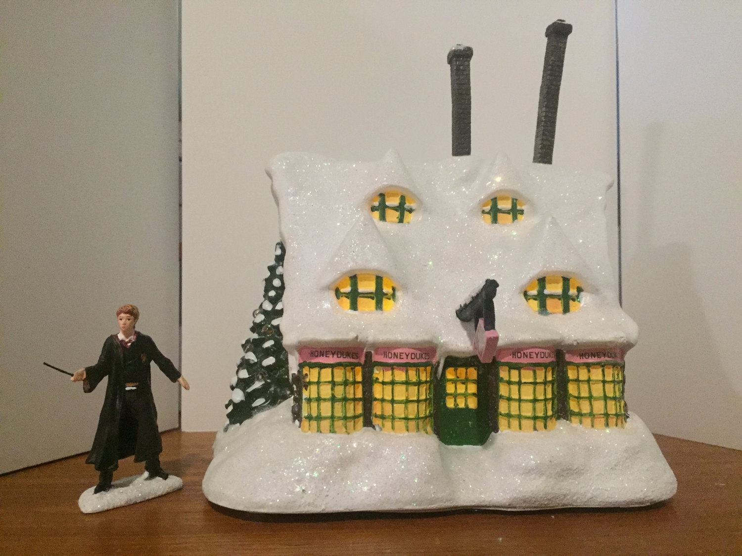 """HONEYDUKES™"" Sweet Shop and ""RON WEASLEY™"", front view"