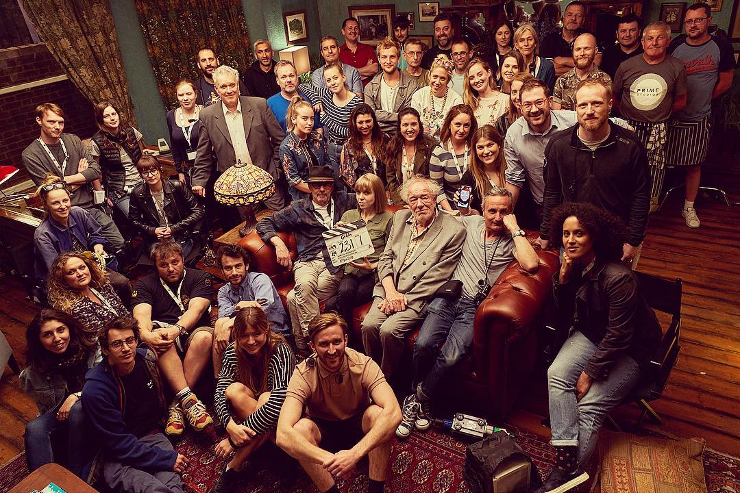 """Sir Michael Gambon joins the cast and crew of """"Cordelia"""" for a photo."""