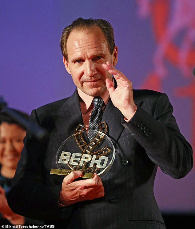Ralph Fiennes waves to the audience after receiving the Konstantin Stanislavski Award in Moscow.