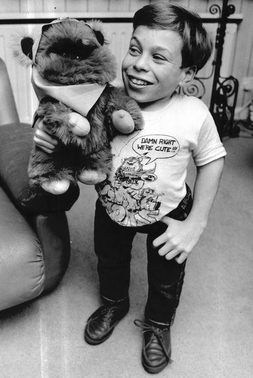 Warwick Davis's t-shirt says it all!