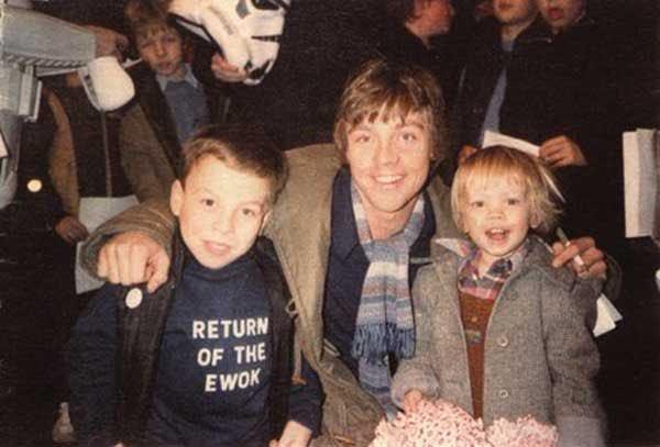 Warwick Davis poses with Mark Hamill and Hamill's son, Nathan Hamill.