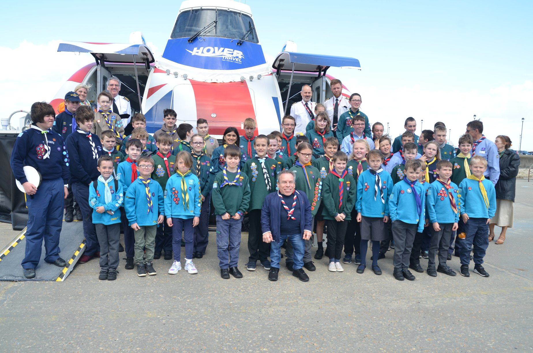 Warwick Davis poses for a photo with Scouts on the Isle of Wight.