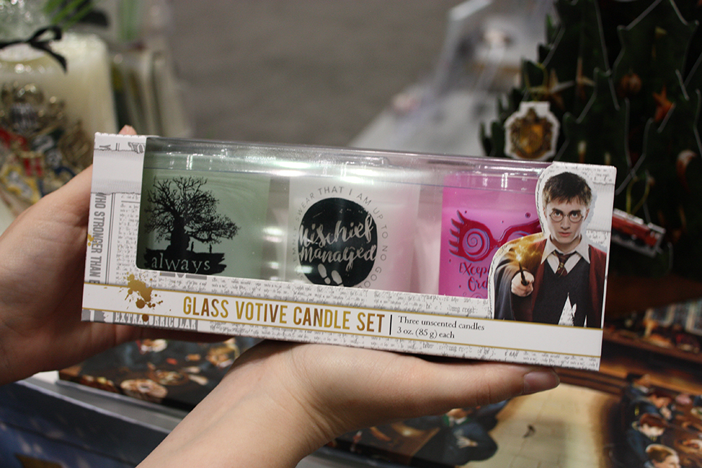 """Insight Editions """"Harry Potter"""" candle set"""
