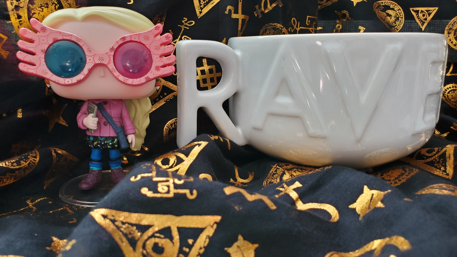 Harry Potter Soup Mug from Hallmark Gold Crown – Ravenclaw, front with Luna Lovegood Funko POP! in Spectrespecs