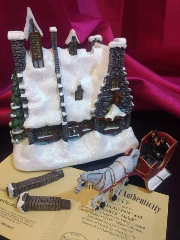"Contents of the package – ""HOG'S HEAD INN™"", ""HOGWARTS™"" Sleigh, two chimneys, and certificate of authenticity"