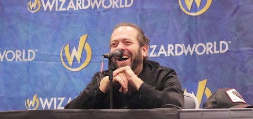 Dan Fogler smiling at his Wizard World panel