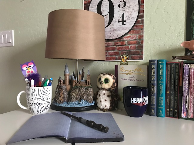 Harry Potter Hogwarts Lamp from The Bradford Exchange: pictured with other Harry Potter collectibles and books