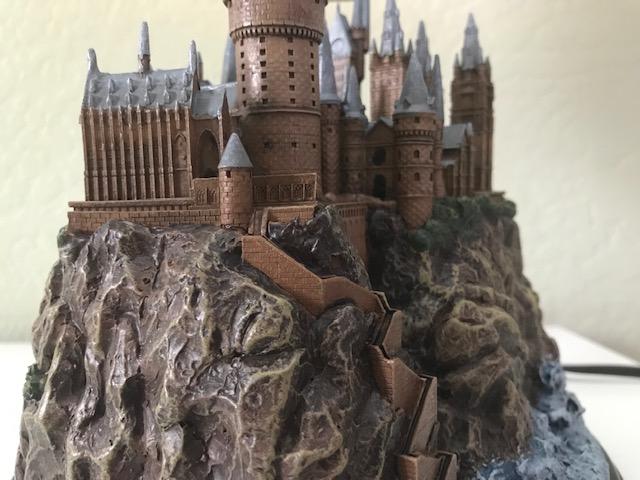 Harry Potter Hogwarts Lamp from The Bradford Exchange: close-up view of left side of Hogwarts castle sculpture base