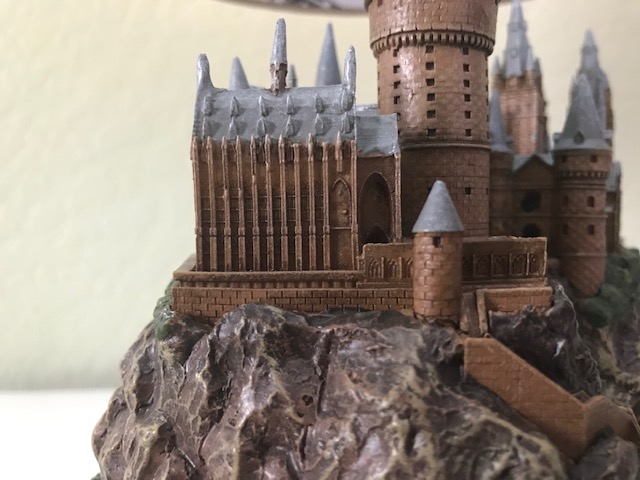 Harry Potter Hogwarts Lamp from The Bradford Exchange: close-up view of left side of castle and clock tower courtyard