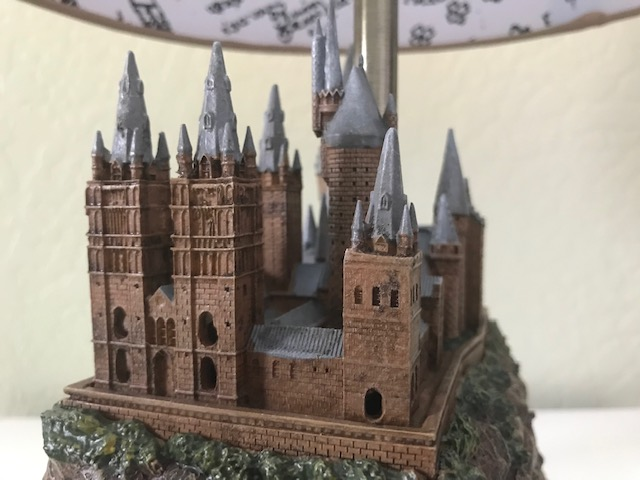 Harry Potter Hogwarts Lamp from The Bradford Exchange: Right side view of castle