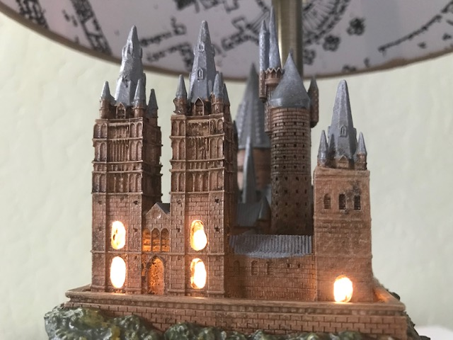 Harry Potter Hogwarts Lamp Illuminated Base: close-up view of the castle from the right side with the windows illuminated