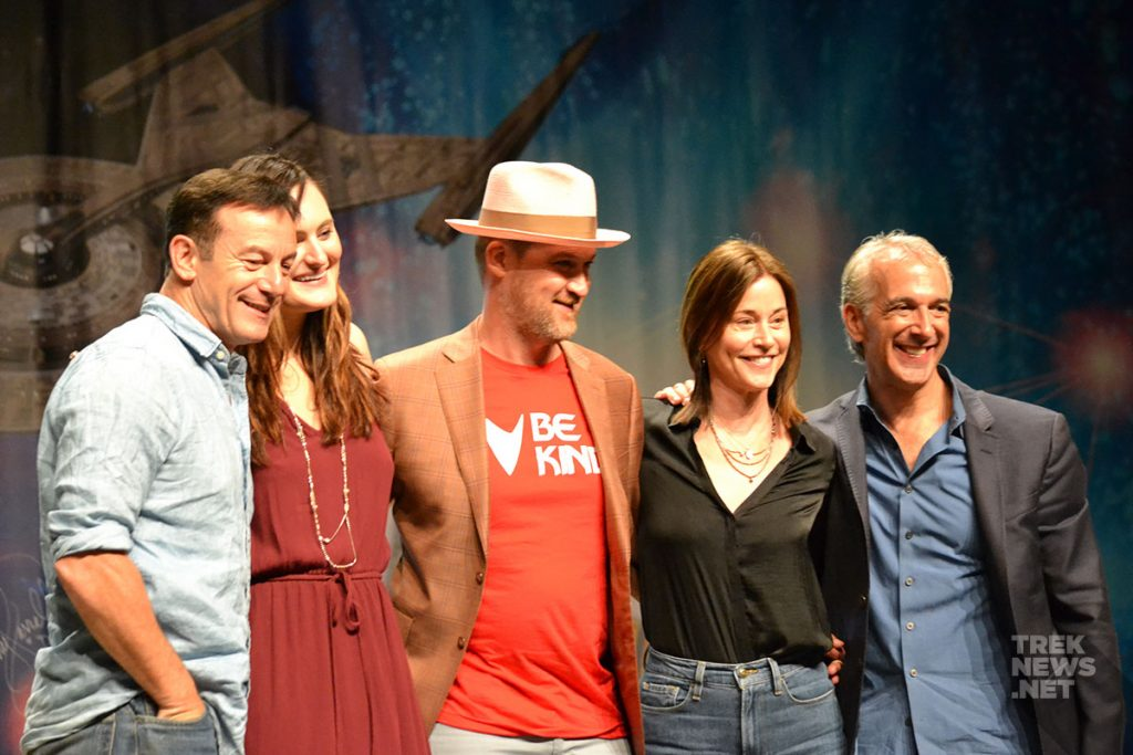 Jason Isaacs poses with Mary Chieffo, Kenneth Mitchell, Jayne Brook, and moderator Scott Mantz at Star Trek Vegas.