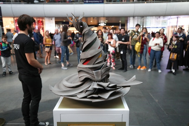 Wizarding World Digital displayed a new interpretation of the Sorting Hat at King's Cross on Back to Hogwarts Day.