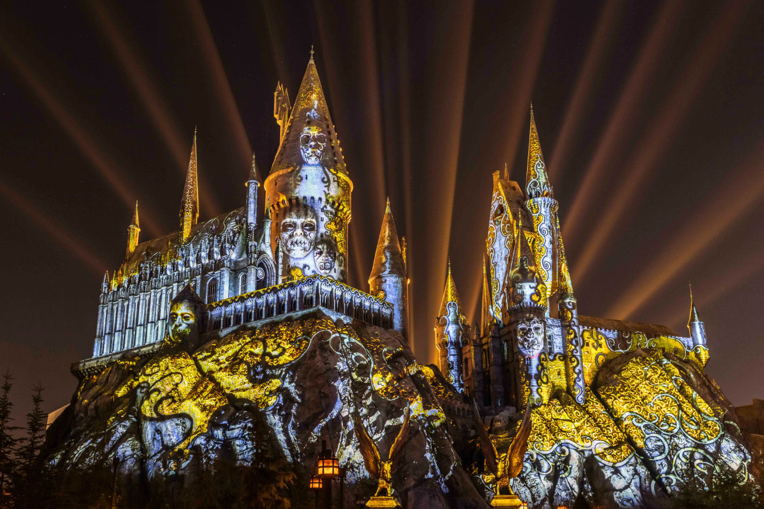 The highly anticipated projection show incorporates images and lights from the Harry Potter series.