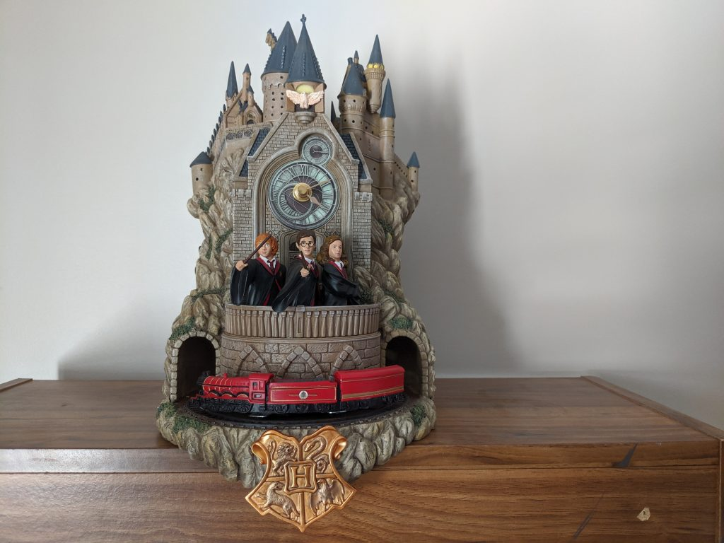 The Hogwarts wall clock is sturdy and heavy!