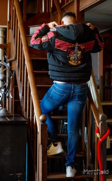 A model shows off the back of his Gryffindor padded jacket from Merchoid.