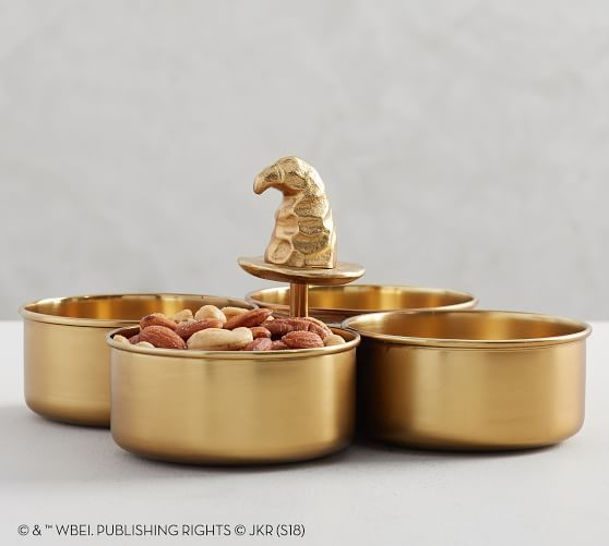 Each dish in this server has a House crest inside that is revealed when all snacks have been consumed!