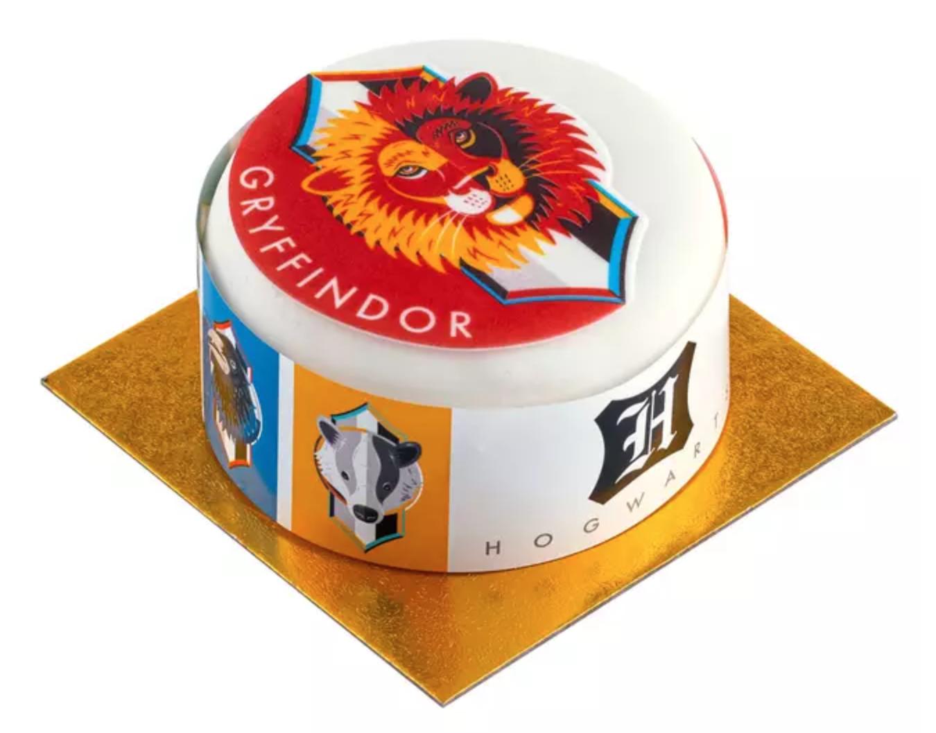 Gryffindor-themed cake.