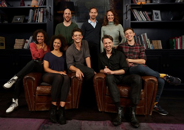 """The full cast of """"Harry Potter and the Cursed Child"""" Hamburg poses for a photo."""