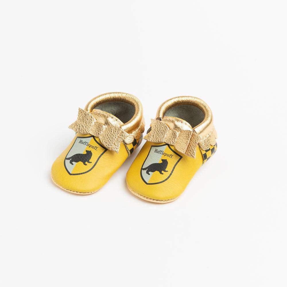 There is nothing cuter than a baby Hufflepuff with these Hufflepuff baby shoes!