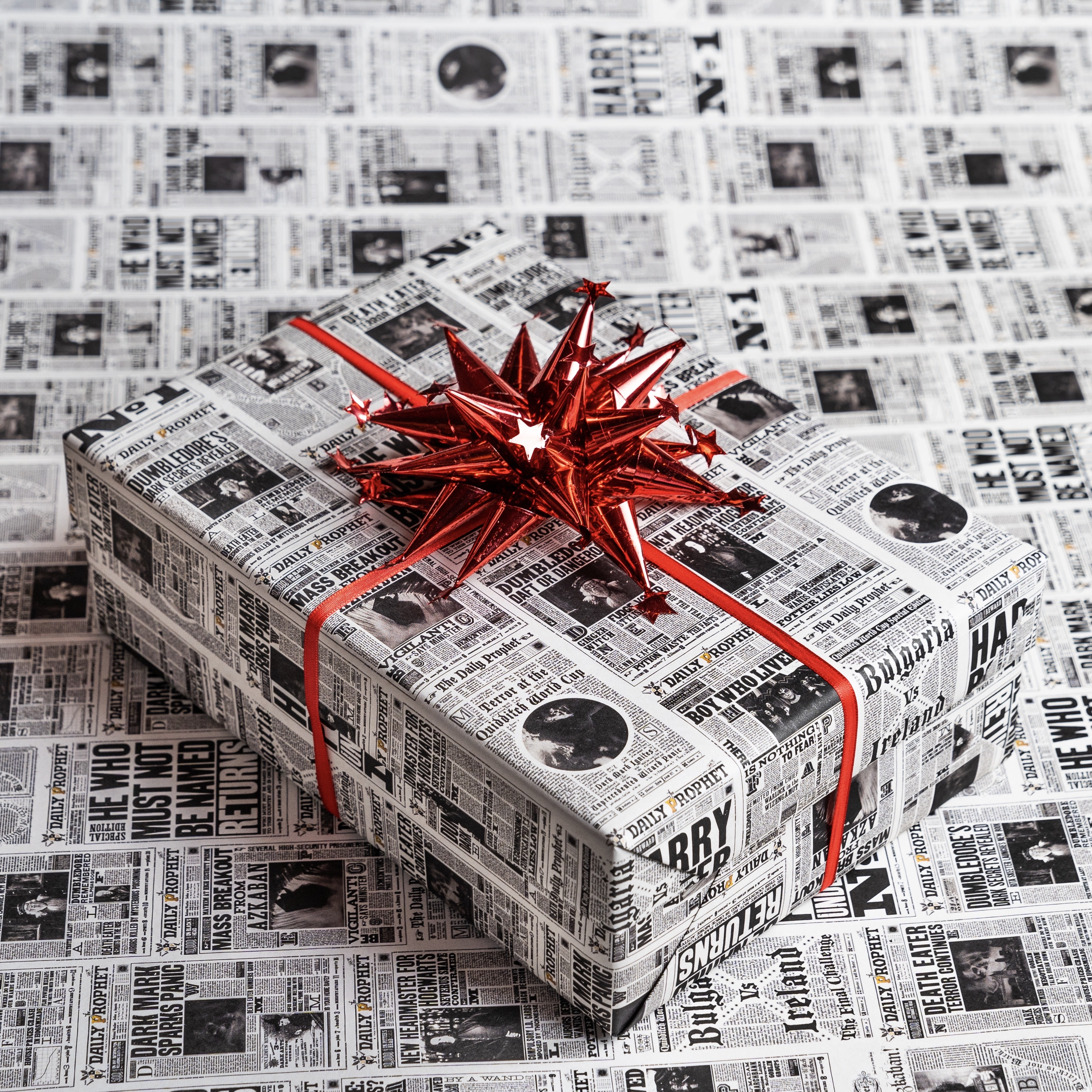 Keep up with the latest magical headlines this Christmas with the Daily Prophet gift wrap.